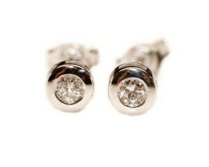 Cercei stud din aur alb 18k cu diamante