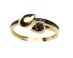 Inel din aur galben cu pietre negre